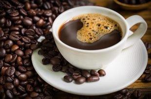 Beber café antes de cochilar ajuda relaxar