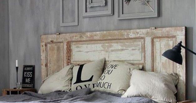Cabeceira para cama feita com porta de madeira